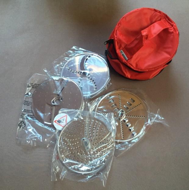 Tasche mit 4 verschiedenen Aufsätzen für den Durchlaufschnitzler.